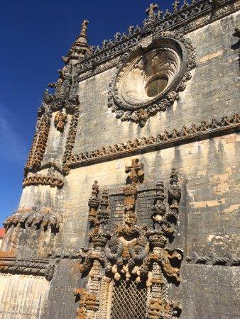 Томар, Португалия: Convento da Ordem de Cristo - Fachada da igreja manuelina