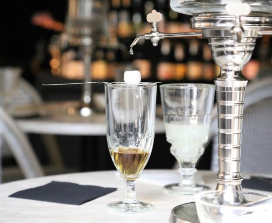Fitzroy, ออสเตรเลีย: Another variety of absinthe with a perforated spoon and sugar cube.