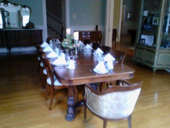 Covington, GA: Breakfast table
