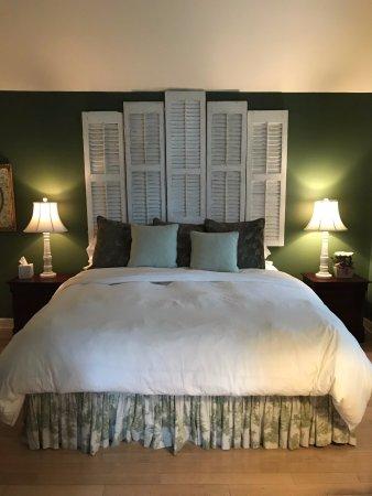 Royal Oak, MD: Cottage bedroom (king-sized bed)