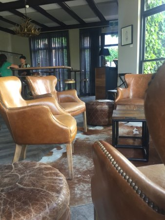 Phenomenal Welcoming Leather Chairs Picture Of Bistro Officina Pdpeps Interior Chair Design Pdpepsorg