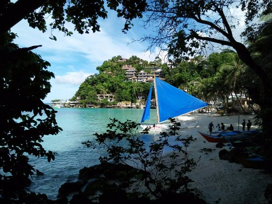 Microtel Inn & Suites by Wyndham Boracay: the view from the path - facing Diniwid Beach