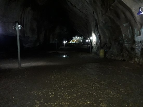 Kuantan District, Malásia: View inside the down under cave