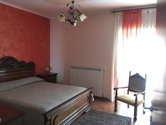 Castelpagano, Italien: Camera matrimoniale con bagno in comune
