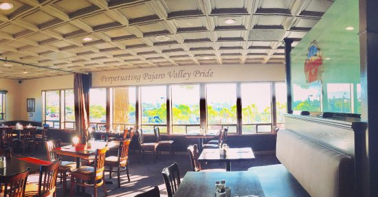 Watsonville, CA: Dining room of California Grill and Bar