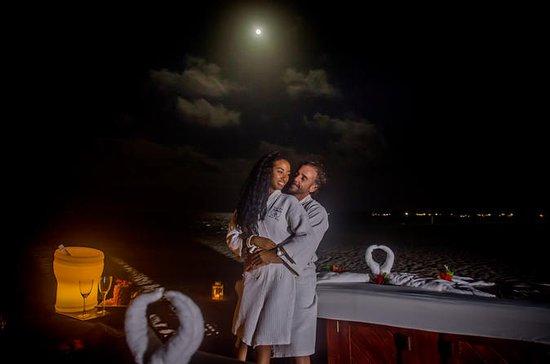 Romántico masaje en la playa de Punta...