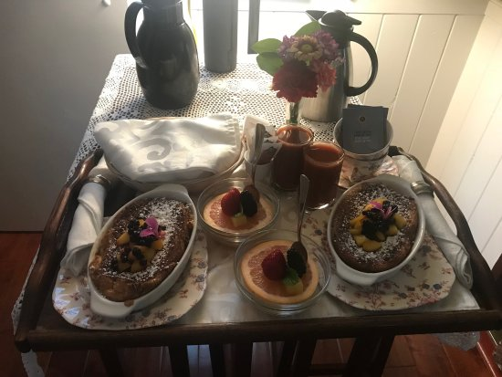 Headlands Inn Bed & Breakfast: Baked French toast