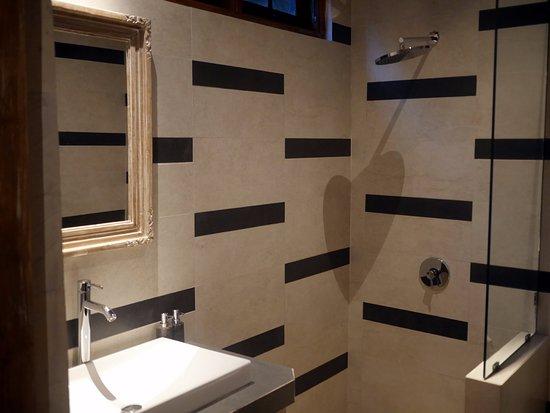 Ubud Terrace Bungalows: Bathroom