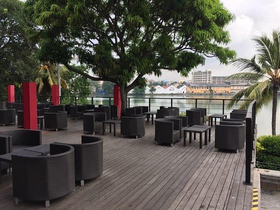 Cinnamon Lakeside Colombo: Bar