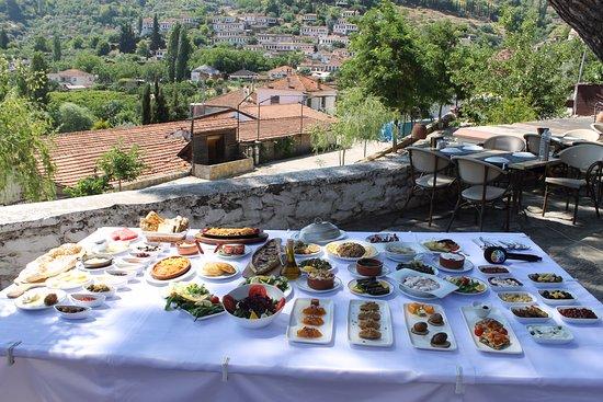 Şirince Artemis Restaurant ve Şarap Evi: yöresel lezzetler