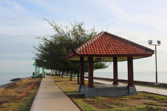 ตูบัน, อินโดนีเซีย: Tempat yang cocok untuk menikmati sepotong pagi atau sore bersama keluarga.