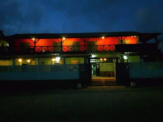 Belo Tsiribihina, Madagascar: La façade de l'Hôtel restaurant du Menabe