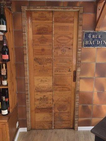 Levallois-Perret, France: Restaurant-Epicerie-Caviste