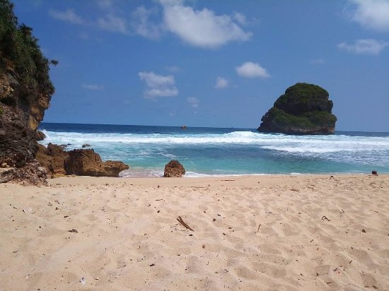 Pantai Goa Cina Goa Cina Beach Malang Resmi Tripadvisor