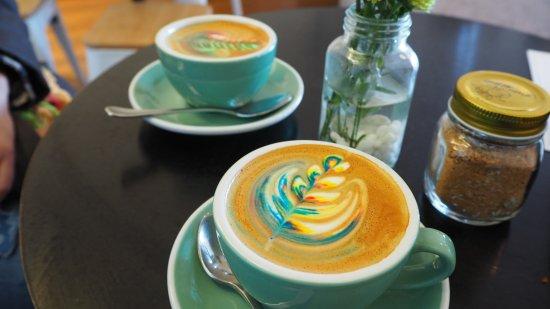ไบรตัน, ออสเตรเลีย: Rainbow latte