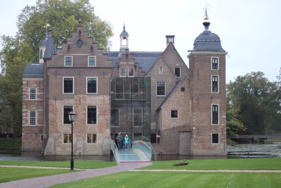 Chateau Vloeren Helmond : De houten vloeren zijn subliem gerestaureerd foto van museum