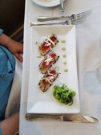Joe's Bay Pointe Inn: Seared Tuna