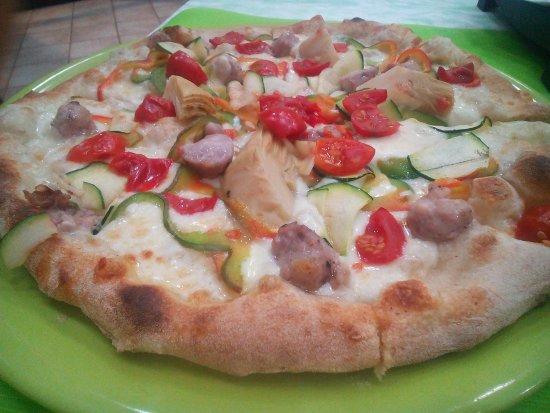 Favara, Italia: Pizza con salsiccia