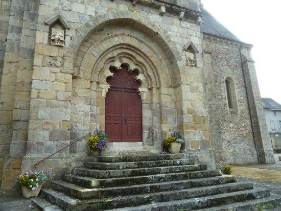 la porte polylobée de l'abbatiale de Vigeois