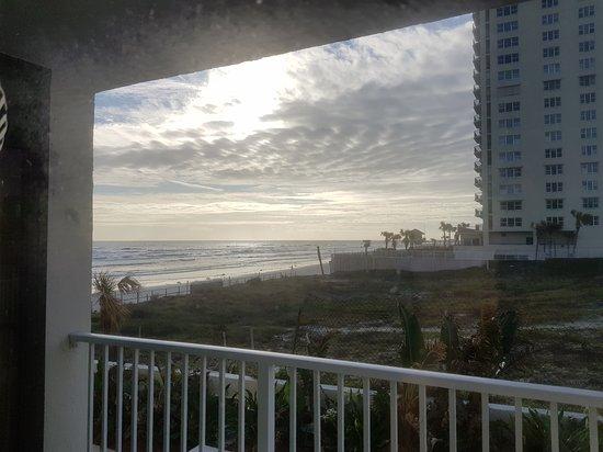 Days Inn Daytona Oceanfront: 20171113_080639_large.jpg
