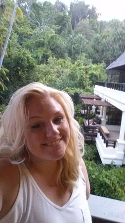 Pulau Gaya, Malasia: Balcony shot, showing other villas nearby and surrounding jungle