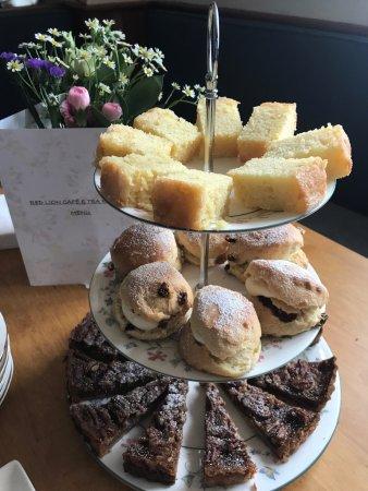 Χάι Γουάικομπ, UK: Cakes, glorious cakes.  Perfect on their own or as part of an Afternoon Tea order