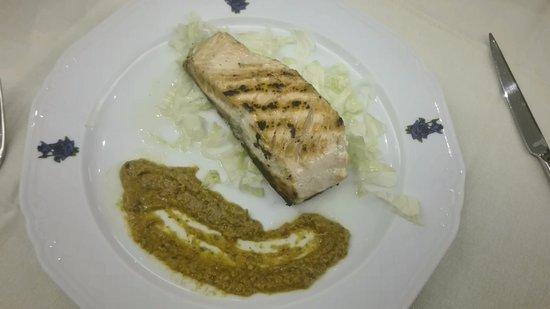 Fossano, Italy: salmone alla griglia con patè di peperoni