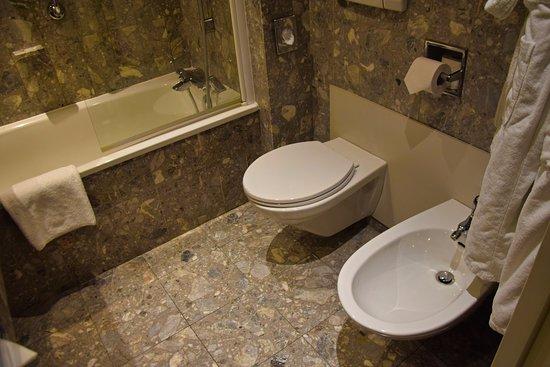 Crowne Plaza Toulouse: Bathroom
