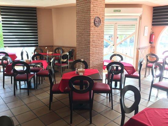 Mocejon, Spain: Entrada bar-cafeteria