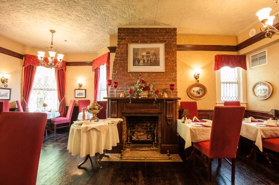 Dundee Arms Inn Restaurant and Pub: Our dining room. All are welcome to visit us.