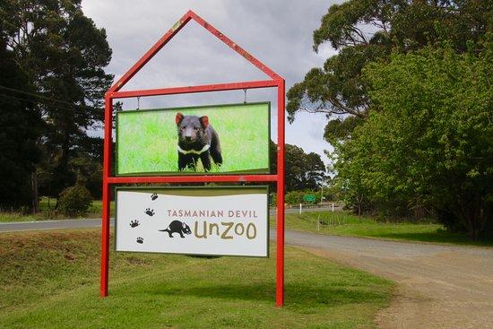 Taranna, Австралия: Road sign and entrance