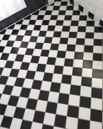 Lenham, UK: Given my love of motorsport, this bathroom floor couldn't be any more appropriate!