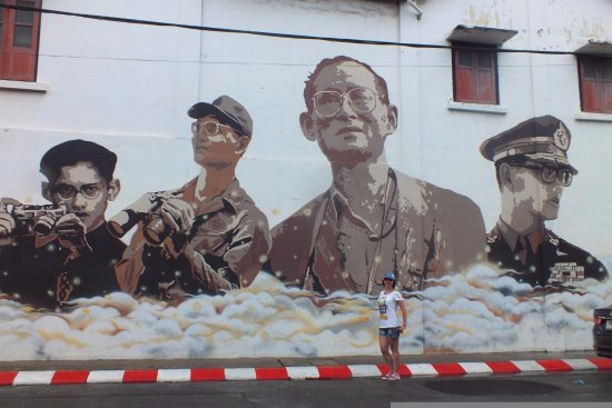 Talat Yai, Thailand: Граффити Пхукет- тауна. Король Пхумипон Адульядет Рама IХ.