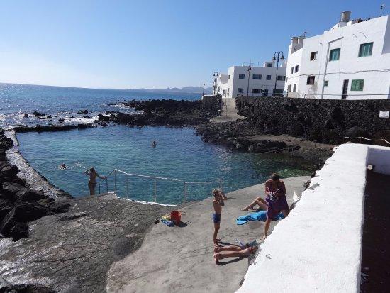 Punta Mujeres, إسبانيا: Бассейн для детей и пляж