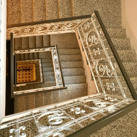 Hotel Lago di Garda: Stairway from the fourth floor of the hotel.