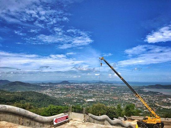 Chalong, Thailand: вид на Пхукет и стройку
