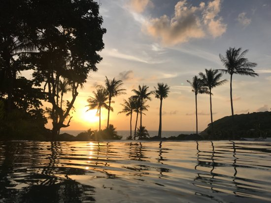 Ko Racha Yai, Tailandia: Sunset from the pool in the 2-bedroom Grand Pool Suite