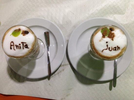 Lo Pagán, España: Personalisierter Kaffe Asiatico der sehr lecker schmeckt.