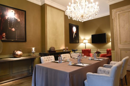 Le Dixseptieme: Meeting room Poncelet