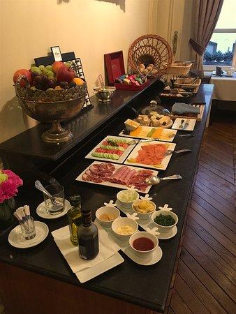 Le Dixseptieme: Breakfast Buffet