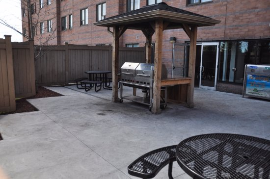 Residence U0026 Conference Centre   Kitchener Waterloo: BBQ Patio