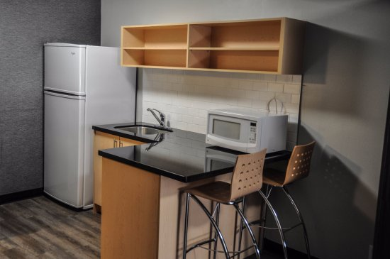Residence & Conference Centre - Kitchener-Waterloo : Open Concept Suite Kitchen