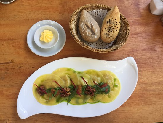 The Garden Cafe: Four cheese ravioli and bread