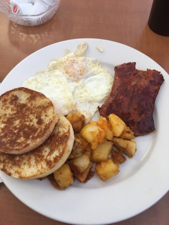 Milford, MA: Another great breakfast at Jr's Diner. Good food, good price, good portions. Comfortably full!!!