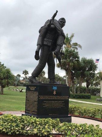 Fort Pierce, FL: Medal of Honor Statue