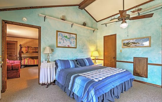 Savannah, TN: This is one of a 4 bedrooms at the rental home.
