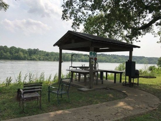 Savannah, TN: Fish Cleaning Station on the Tennessee River at Pickwick