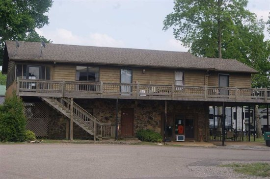 Savannah, TN: 4 bedroom 4 1/2 baths, sleeps up to 13, Rental House across from the Historical Botel