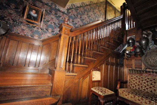 Scottdale, PA: Second floor staircase