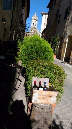 San Quirico dOrcia, Itália: belezas na rua